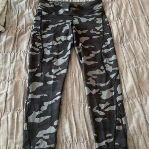 Vineyard Vines Reversible Athletic Leggings